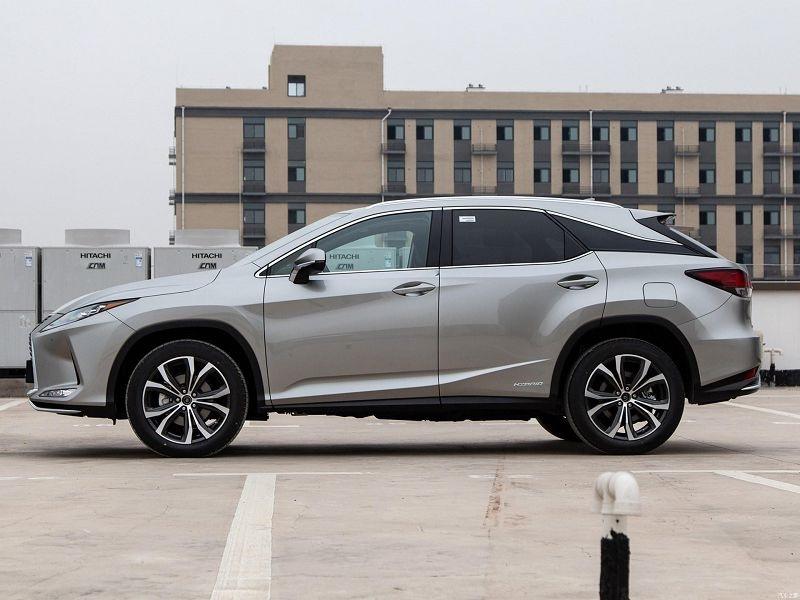 Lexus RX 2021.