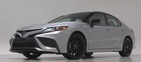 Toyota Camry 2021.