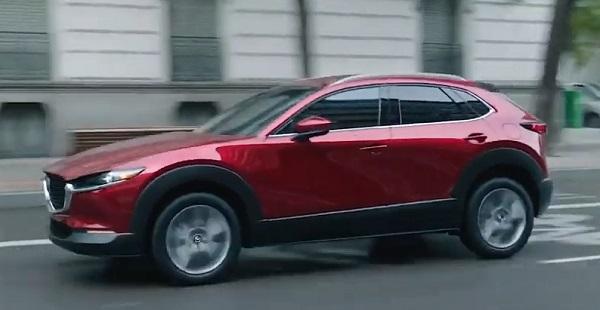 Mazda CX-30 2021.