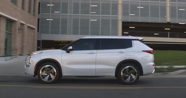 Mitsubishi Outlander 2022.