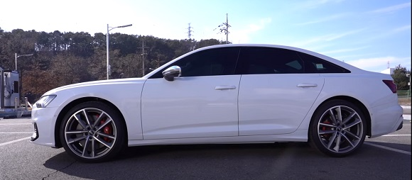 Audi S6 2021.