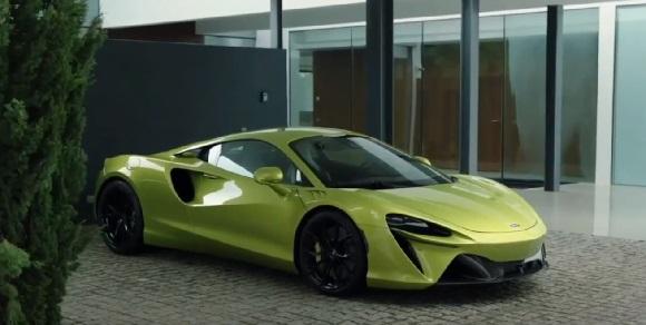 McLaren Artura 2022.