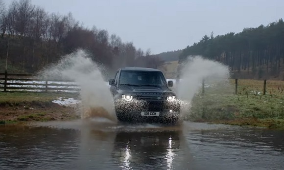 Land Rover Defender V8 2022.