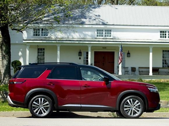 Nissan Pathfinder 2022.
